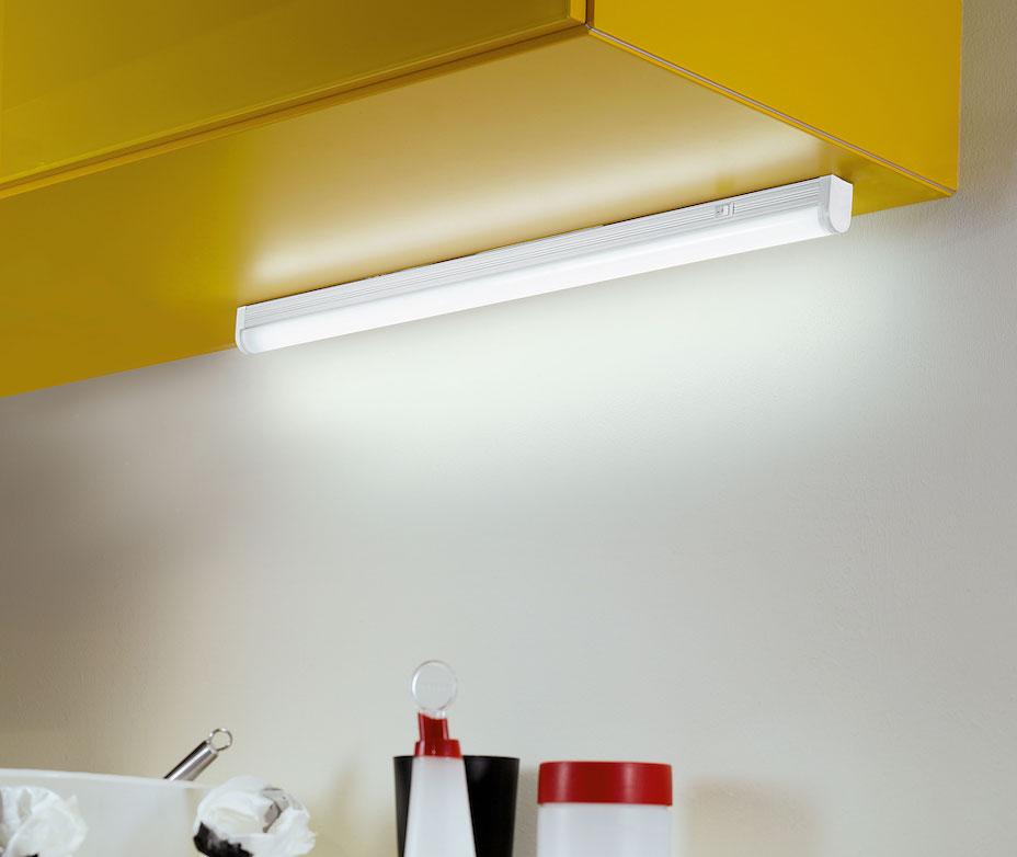 LED Röhren in der Küche unter dem Hängeschrank 93334