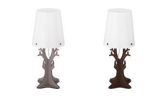 Stehlampe mit Holzständer und weißem Lampenschirm