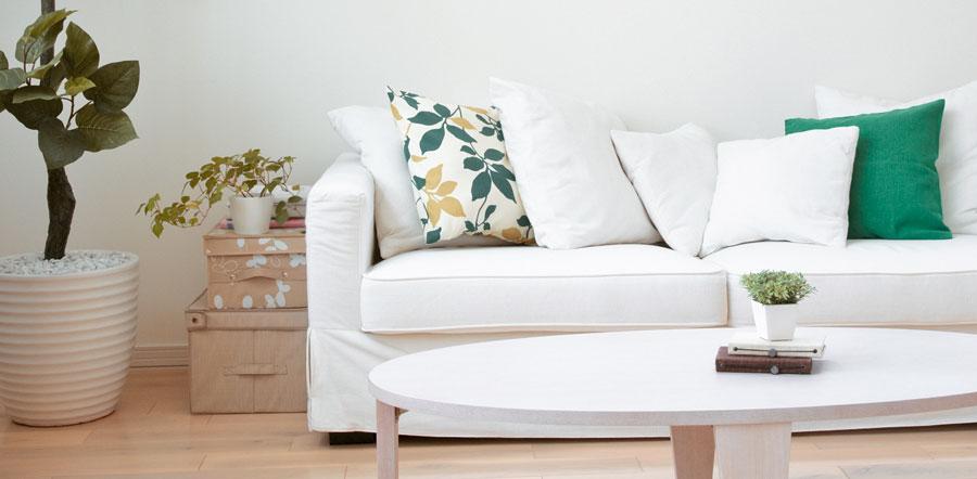 Innenleuchten Deckenfluter im Wohnzimmer richtig platzieren