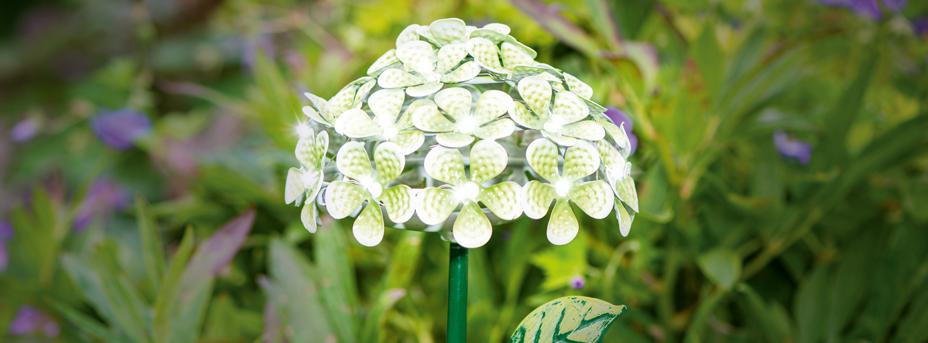 Solarleuchte dekorativ mit Erdspieß