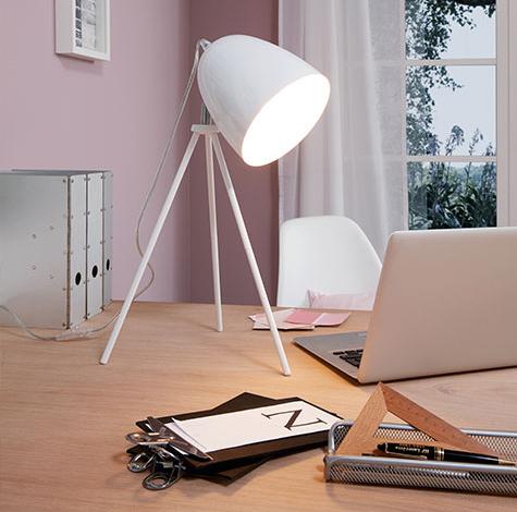 Räume Bürolampen Tischlampe neben dem Notebook