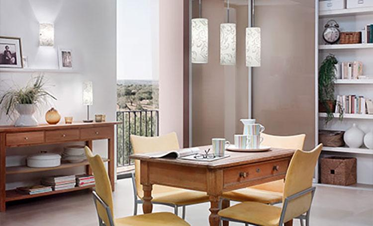 woonruimtes eetkamerlampen over eethoek in de woonkamer