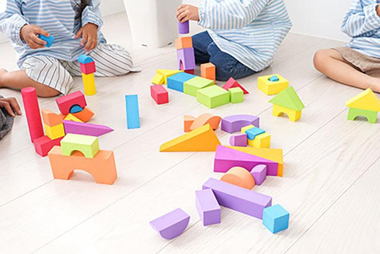 woonruimtes kinderkamer kinderen spelen in perfect licht